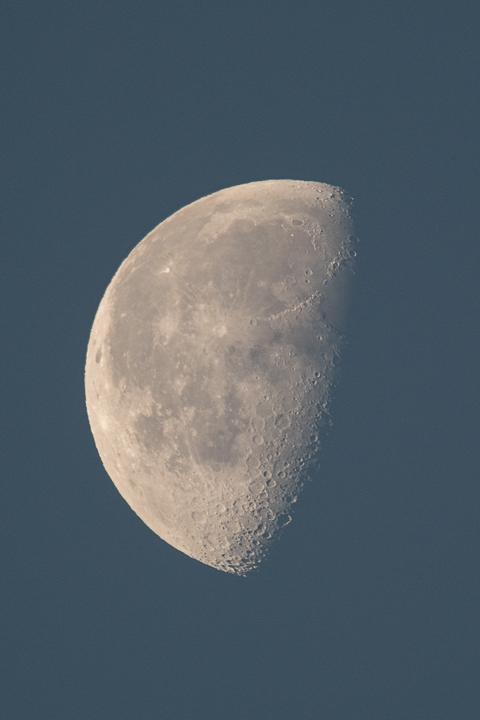 moon_160101_01.jpg
