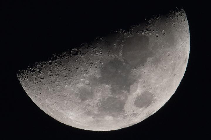 moon_160215_01.jpg